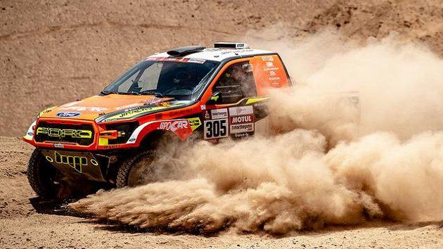 Český automobilový jezdec Martin Prokop v akci během 5. etapy Rally Dakar.