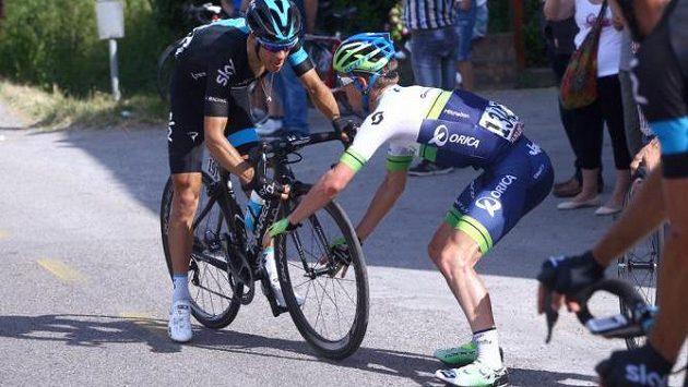 Cyklista Richie Porte (vlevo).
