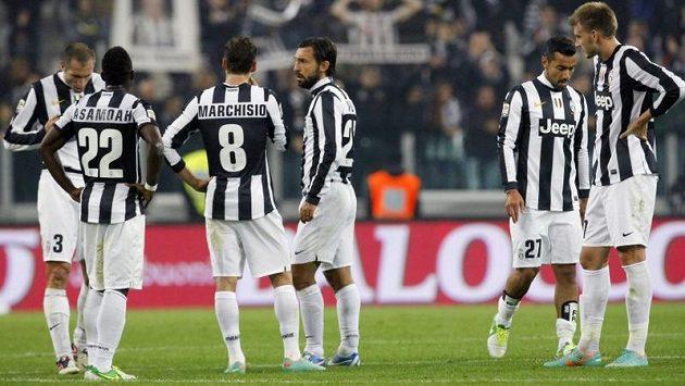Zklamaní fotbalisté Juventusu po porážce od Interu.