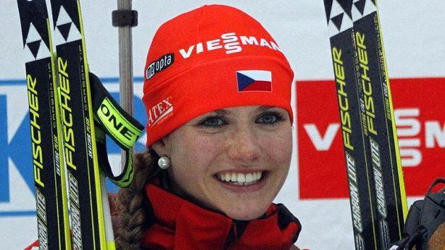 Úspěšná a krásná... Gabriela Soukalová na stupních vítězů v Pokljuce.
