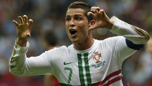 Hvězda Cristiano Ronaldo slaví svoji trefu, která znamenala postup portugalských fotbalistů do semifinále Eura