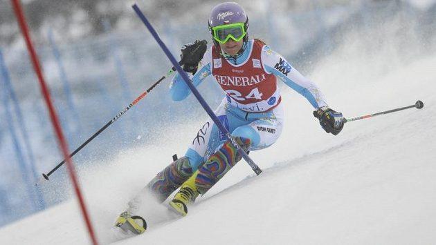 Šárka Strachová na trati slalomu v Levi.