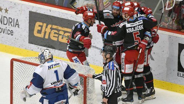 Hokejisté Třince měli raketový nástup do finále s Kometou. Už ve druhé minutě šli Oceláři do vedení.