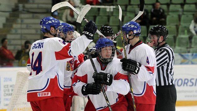 Přivezou čeští hokejisté konečně medaili z MS do dvaceti let?