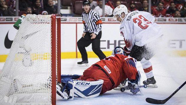 Brankář české hokejové dvacítky Lukáš Dostál byl v duelu MS proti Švýcarsku velkou oporou národního týmu. Inkasoval jen jediný gól.