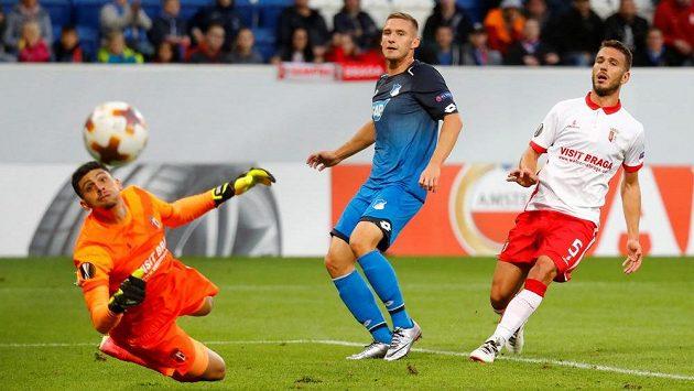 Pavel Kadeřábek (uprostřed) z Hoffenheimu v utkání Evropské ligy proti Braze.