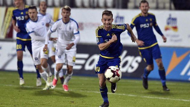 Střelec dvou gólů Jihlavy Jan Záviška má tah na branku. Ukázal to v utkání 13. kola s Libercem.