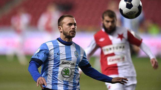 Záložník Mladé Boleslavi Jan Štohanzl během utkání na Slavii. Teď s do Edenu přesune.