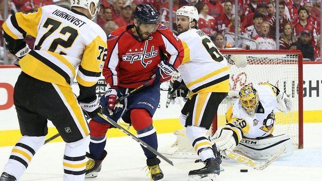 Brankář Pittsburghu Marc-Andre Fleury měl lví podíl na výhře Penguins v rozhodujícím sedmém duelu 2. kola play off na ledě Washingtonu. Nepřišel si na něho ani kanonýr Alexandr Ovečkin.