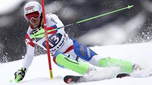 Švýcar Carlo Janka ve slalomu na cestě k superkombinačnímu triumfu ve Wengenu.