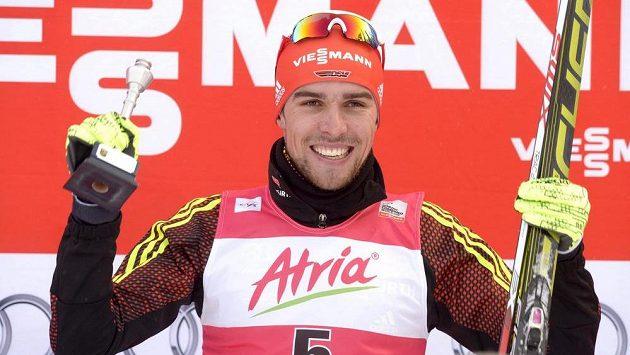 Německý sdruženář Johannes Rydzek slaví triumf na SP v Kuopiu.