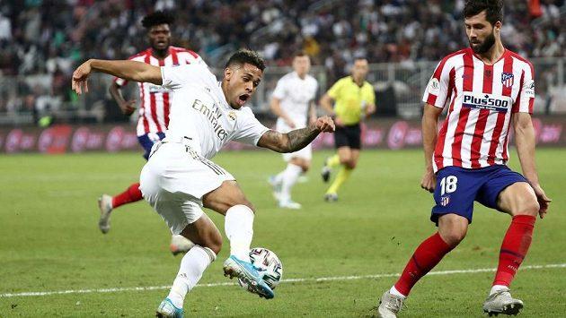Mariano (v bílém) z Realu v utkání proti Atlétiku Madrid.