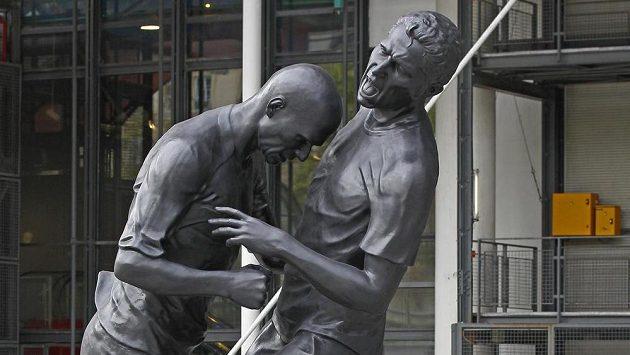 Bronzová socha zobrazující hlavičku Zinedina Zidana do hrudi Marca Materazziho ve finále mistrovství světa 2006.