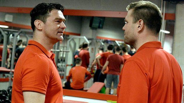 Trenér Václav Varaďa (vpravo) a jeho asistent Marek Zadina na prvním tréninku Ocelářů.