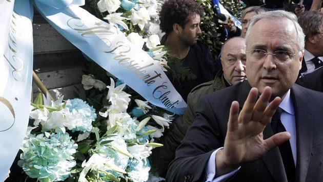 Předseda klubu Claudio Lotito dnes položil květiny u římské synagogy.