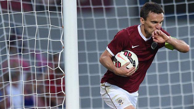 Kanonýr. David Lafata se raduje ze vstřeleného gólu v utkání 3. předkola Ligy mistrů proti Malmö.