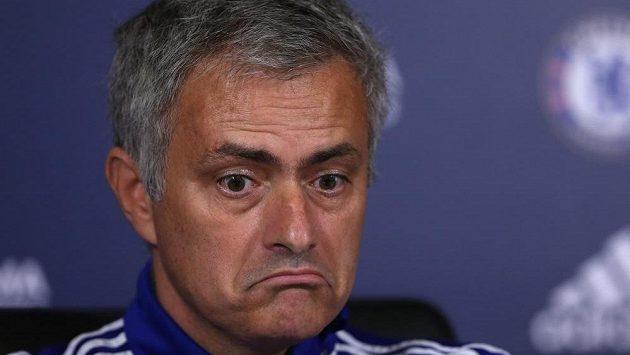Nad působením trenéra Josého Mourinha v Chelsea visí Damoklův meč.