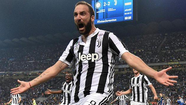 Gonzalo Higuaín opouští Juventus a míří do AC Milán