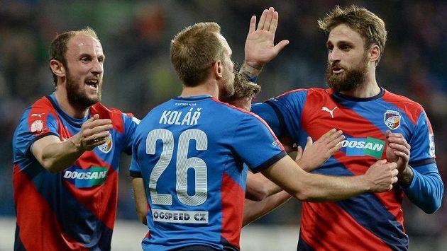 Radost fotbalistů Plzně (zleva) Roman Hubník, Daniel Kolář a Jan Holenda.