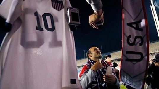 Landon Donovan se loučí s fanoušky americké reprezentace.