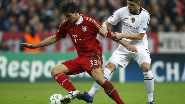 Mario Gomez (vlevo) nasázel Basileji čtyři góly