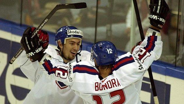 Hvězdní Miroslav Šatan s Peterem Bondrou přivedli slovenský národní tým na světovém šampionátu v roce 2002 k historickému zlatu.