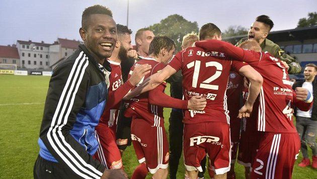 Fotbalisté Olomouce se radovali z návratu do nejvyšší soutěže už po utkání ve Znojmě.