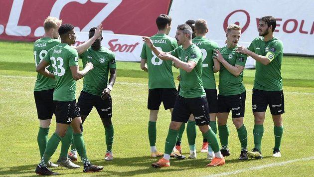 Hráči Příbrami se radují z prvního gólu proti Karviné.