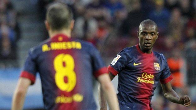 Éric Abidal (vpravo) v utkání proti Levante, do kterého nastoupil po roční pauze.