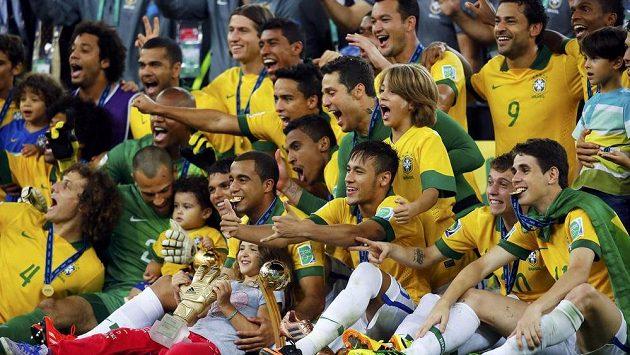 Brazilci se radují z vítězství Poháru FIFA