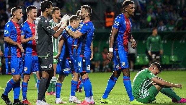 Utkání 2. kola první fotbalové ligy: Bohemians Praha 1905 - Viktoria Plzeň, 1. srpna 2021 v Praze. Hráči Plzně se radují z vítězství po konci utkání.