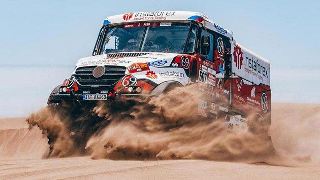 Posádka Aleš Loprais, Petr Pokora a Ferran Marco Alcayna s kamionem Tatra na letošní Rallye Dakar.