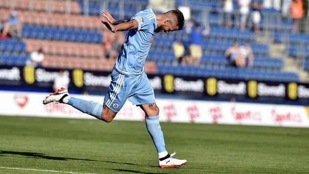 Jakub Mareš ze Slovanu se raduje z gólu.