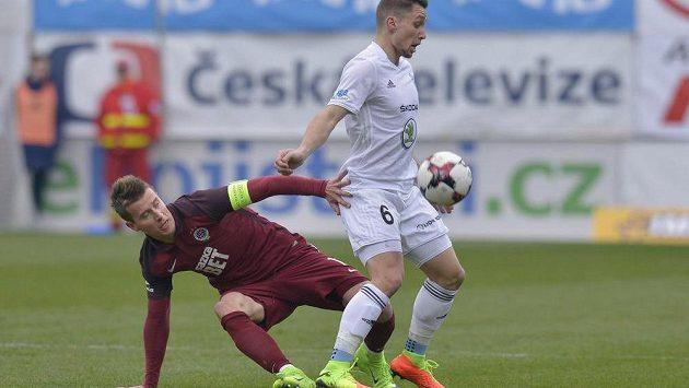 Lukáš Mareček ze Sparty a Adam Jánoš z Boleslavi behěm utkání 20. kola nejvyšší fotbalové soutěže.