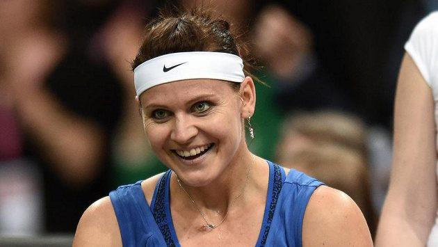 Lucie Šafářová při utkání s Angelique Kerberovou ve finále Fed Cupu.