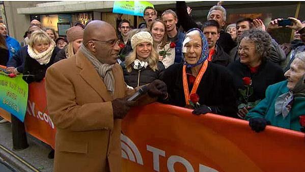 Poraněná Američanka Joy Johnsonová po posledním maratónu, kde ji gratuloval Al Roker. Pár hodin poté zemřela.