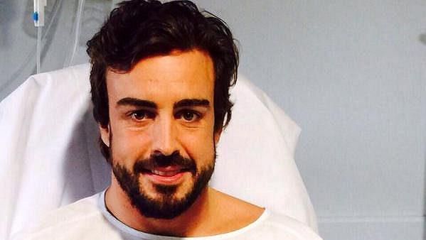 Fernando Alonso pozdravil fanoušky z nemocničního lůžka.
