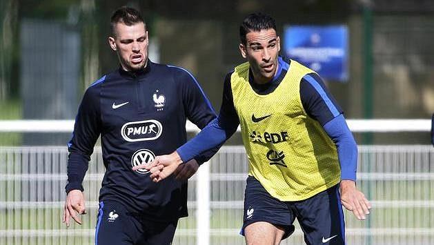 Z přípravy Francouzů: Morgan Schneiderlin (vlevo) a Adil Rami.