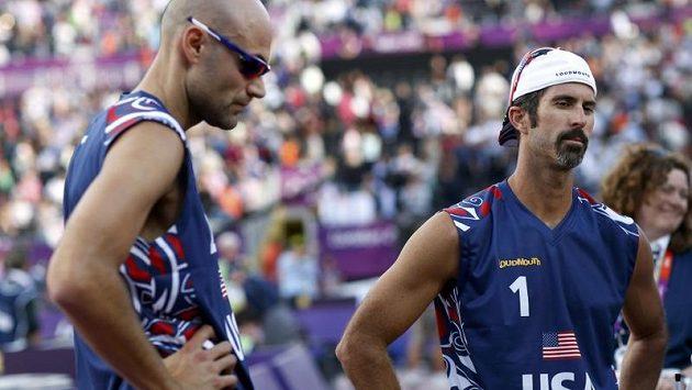 Zklamaní Američané Todd Rogers a Phil Dalhausser, olympijské zlato v plážovém volejbalu neobhájí