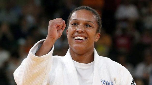 Judistka Lucie Decosseová se raduje po vítězství ve finále nad Němkou Kerstin Thieleovou.