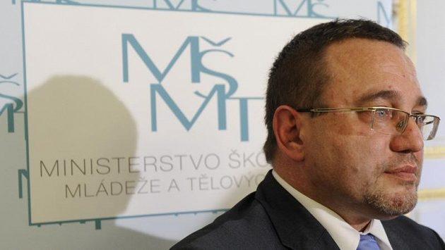 Nyní už exministr školství a tělovýchovy Josef Dobeš