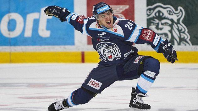 Hokejový obránce Liberce Filip Pyrochta.