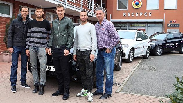Český daviscupový tým vyrazil do Německa autem.