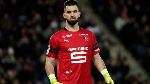 Český brankář Tomáš Koubek dlouho držel šance fotbalistů Rennes na nečekaný bodový zisk ze stadionu favorizovaného Paris St. Germain, hosté však po kolapsu v závěrečné půlhodině nakonec lídrovi francouzské ligy podlehli vysoko 1:4.