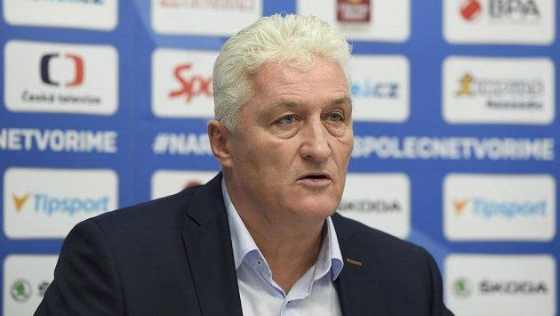 Trenér hokejové reprezentace Miloš Říha na nominační tiskové konferenci před turnajem Channel One Cup.