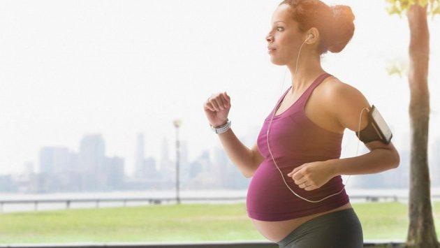 Běhání v těhotenství nemusí být problém.