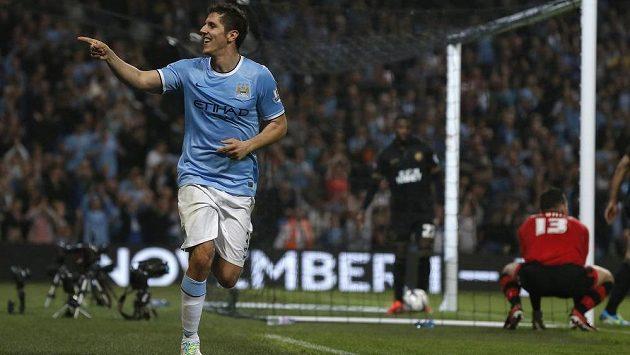 Útočník Manchesteru City Stevan Jovetič slaví gól do sítě Wiganu.