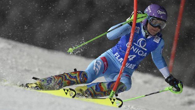 Česká lyžařka Šárka Strachová během úterního slalomu ve Flachau.