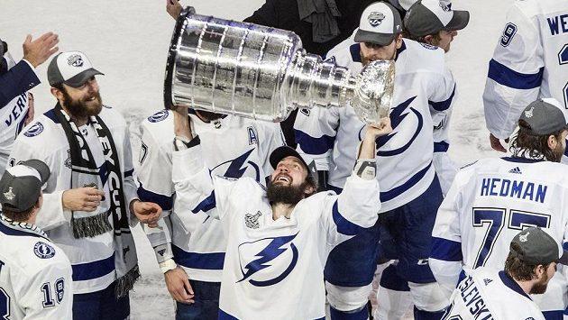 Nikita Kučerov se Stanley Cupem.