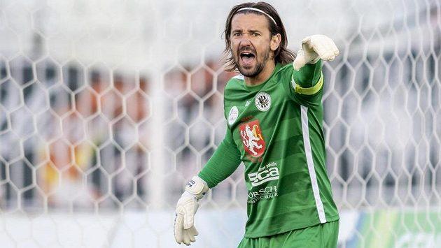 Fotbalový brankář Radim Ottmar z Hradce Králové během utkání proti Českým Budějovicím.